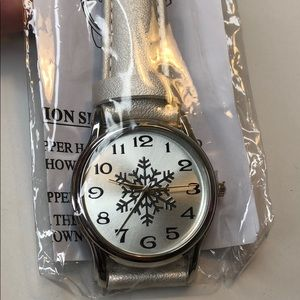 🍭 NWT! Snowflake watch, holiday watch